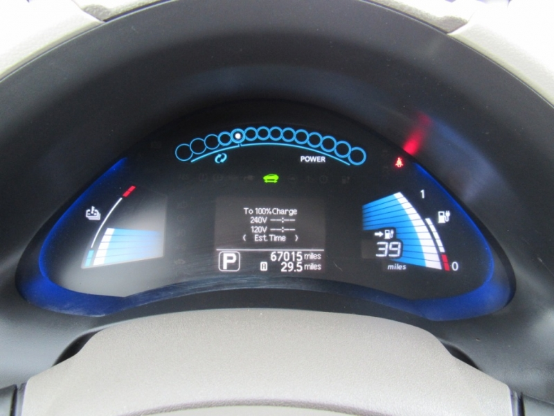 Nissan LEAF 2011 price $10,888