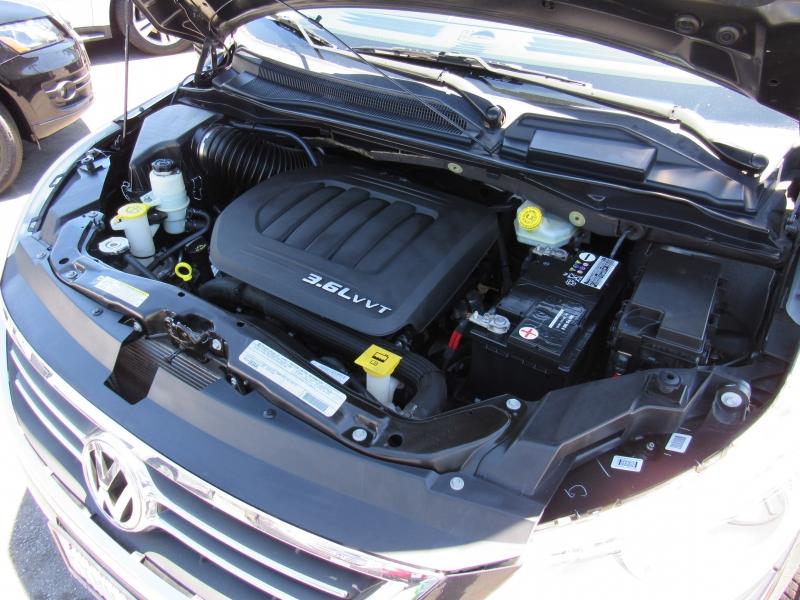 Volkswagen Routan 2012 price $9,888