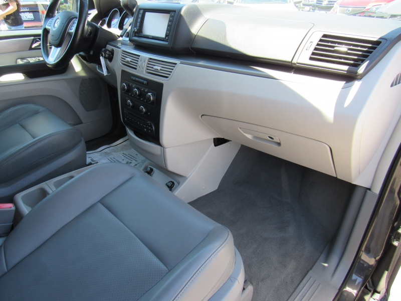 Volkswagen Routan 2012 price $9,888