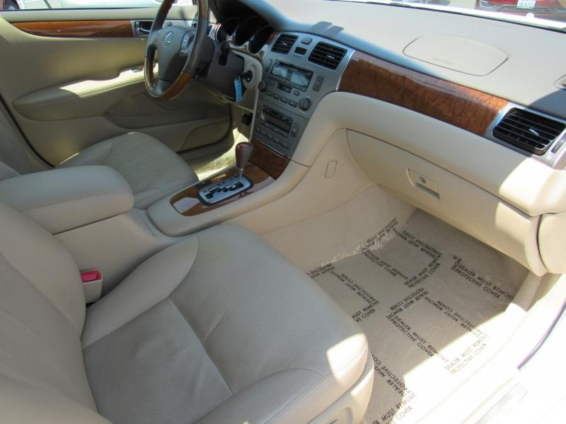 Lexus ES 330 2005 price $8,888