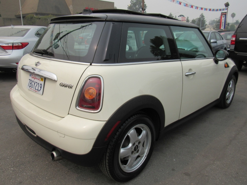 Mini Cooper Hardtop 2009 price $6,888