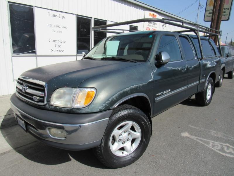 Toyota Tundra 2000 price $7,888