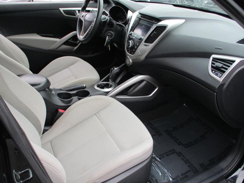 Hyundai Veloster 2013 price $9,777