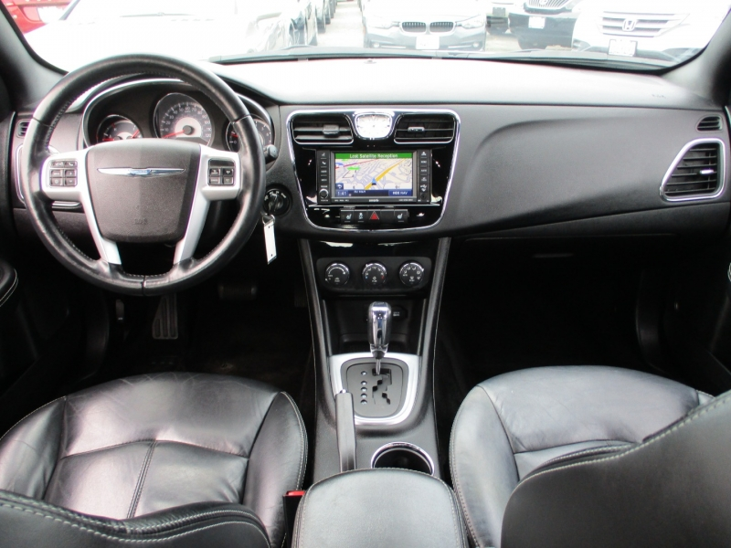 Chrysler 200-Series 2011 price $8,888