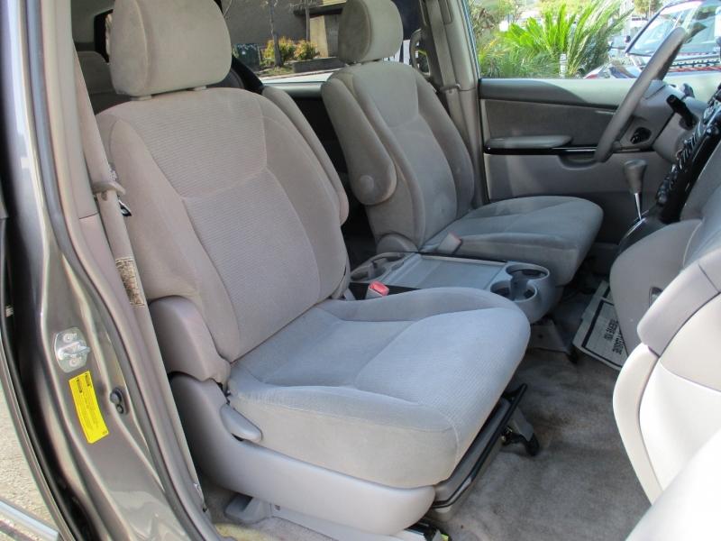 Toyota Sienna 2005 price $9,888