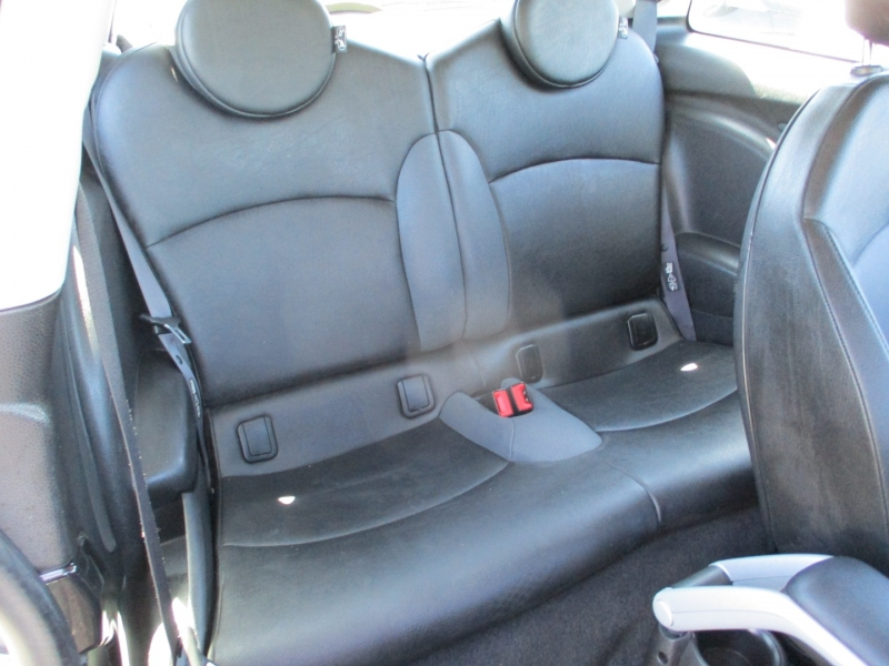 Mini Cooper Hardtop 2009 price $7,588