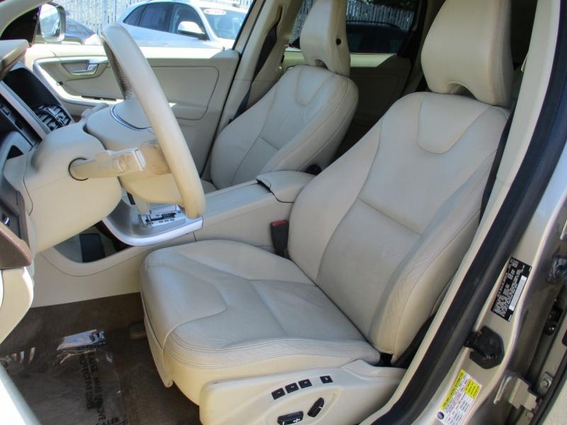 Volvo XC 60 2011 price $12,888