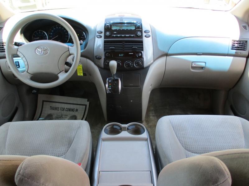 Toyota Sienna 2006 price $9,588