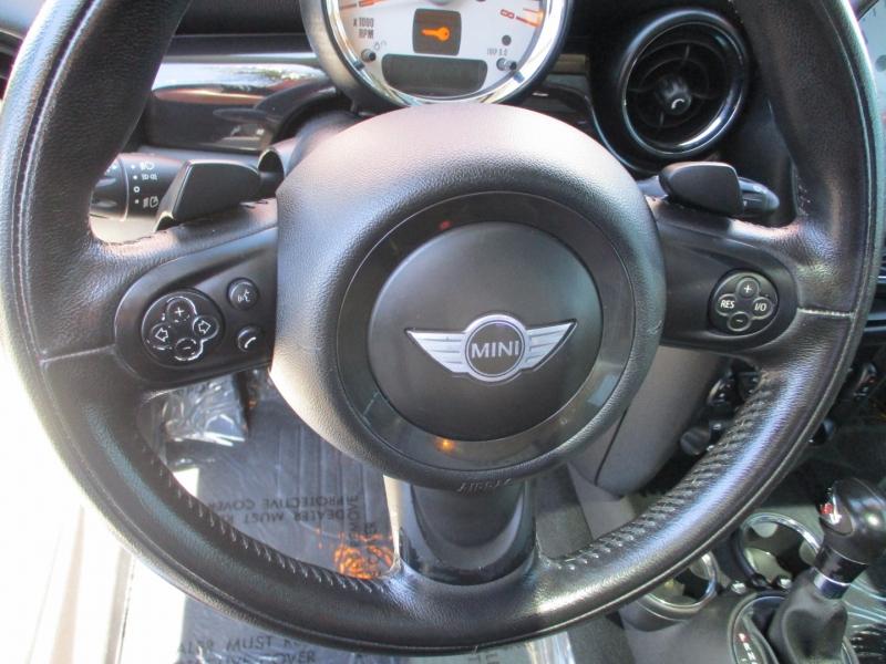 Mini Cooper Hardtop 2011 price $8,888