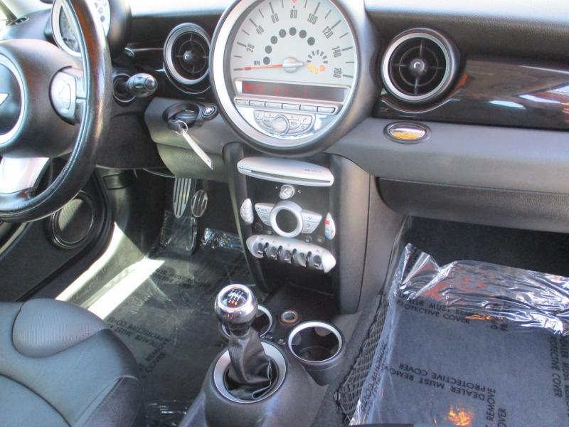 Mini Cooper Hardtop 2010 price $7,888