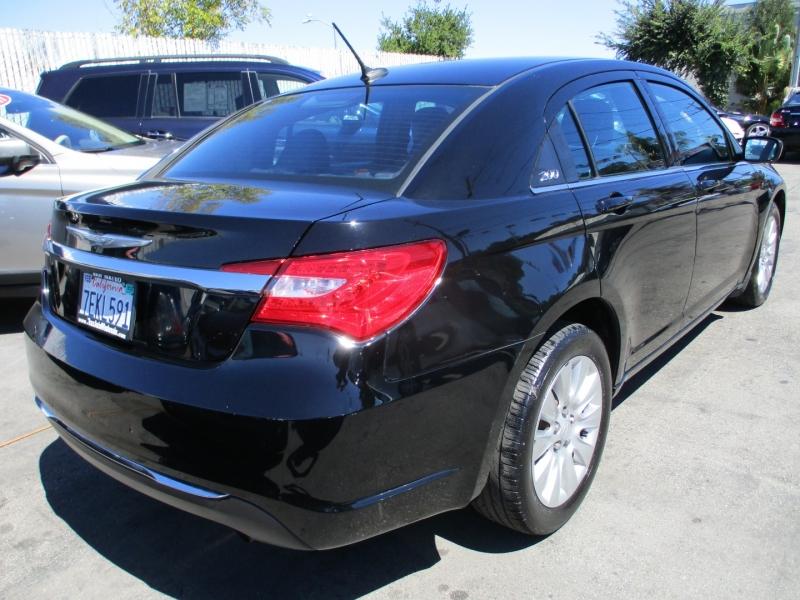 Chrysler 200-Series 2014 price $8,888
