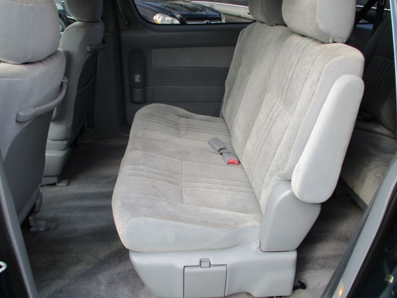 Toyota Sienna 2000 price $7,888
