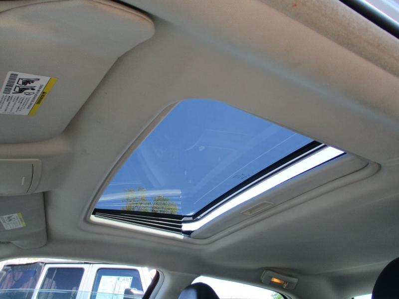 Chrysler 300-Series 2010 price $8,888