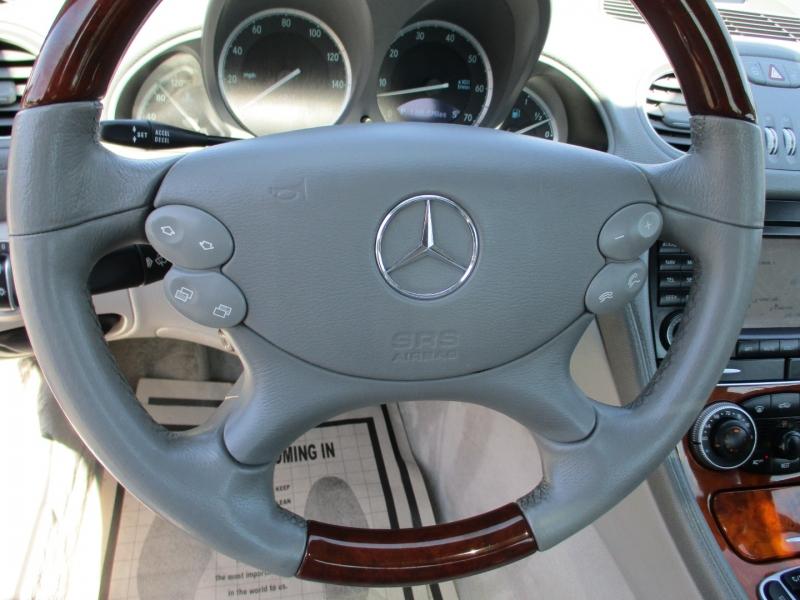 Mercedes-Benz SL500 2005 price $22,888