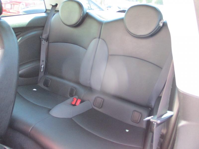 Mini Cooper Hardtop 2009 price $9,888