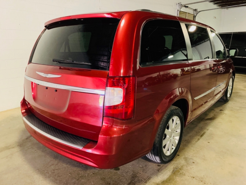 Chrysler Town & Country 2014 price $4,950