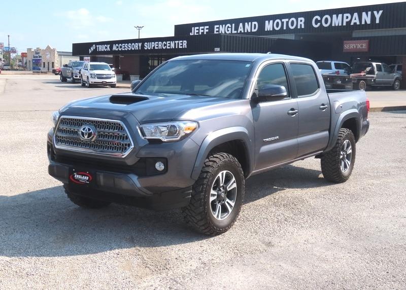 Toyota Tacoma 2017 price $31,950