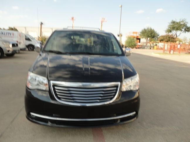 Chrysler Town & Country Leather DVD 2014 price $11,990
