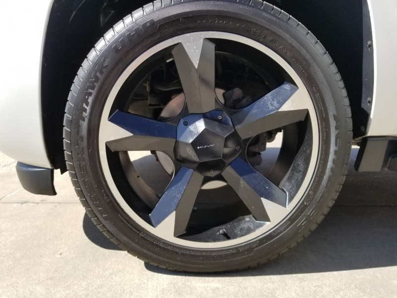 Chevrolet Avalanche 109k mi Kicker Subwoofer 22 inch Wheels 2009 price $14,250