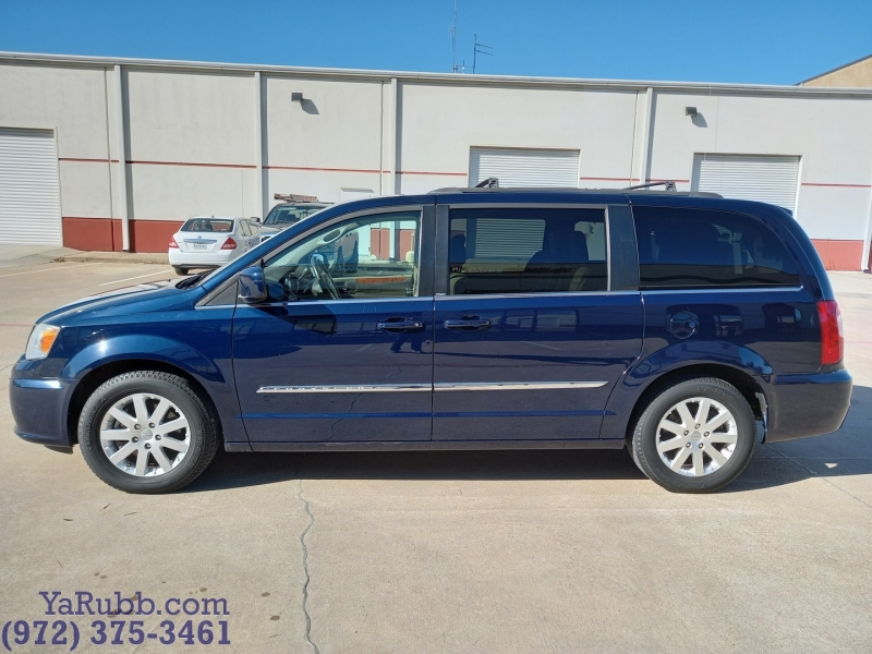 Chrysler Town & Country 2014 price $11,990