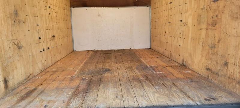 GMC Savana Cutaway 14 Ft Box Truck w/ Ramp 2013 price $16,990