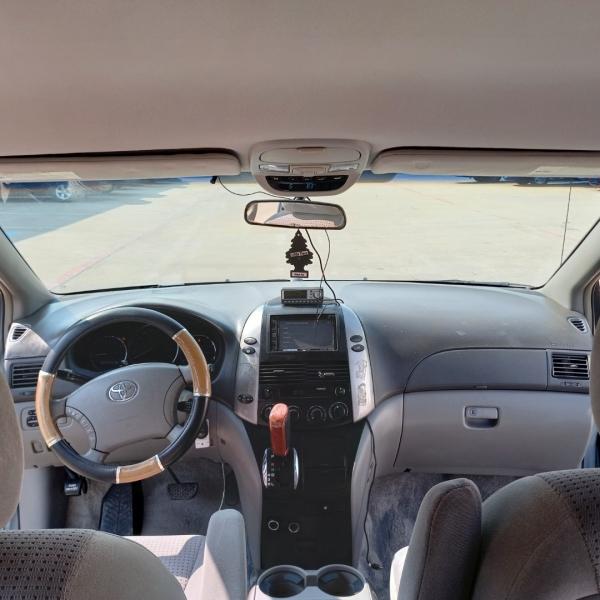 Toyota Sienna 2006 price $7,450