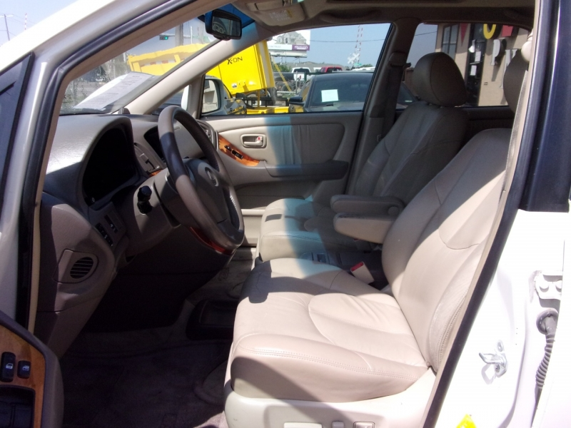 Lexus RX 300 Luxury SUV 1999 price $5,995