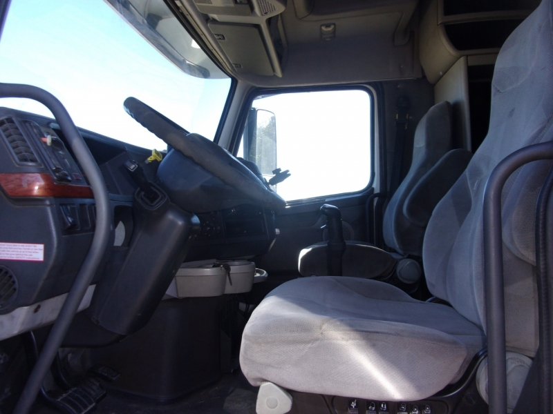 Volvo SEMI 2006 price $29,995