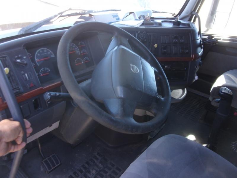 Volvo SEMI 2006 price $29,995