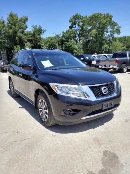 Nissan Pathfinder 2013 price $15,995