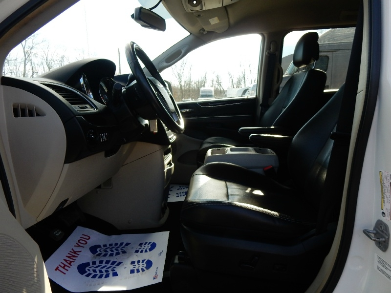 Chrysler Town & Country 2012 price $6,400