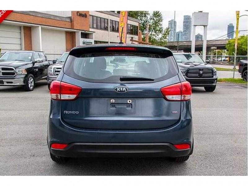 Kia Rondo 2016 price $11,995