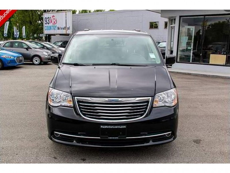 Chrysler Town & Country 2016 price $16,909