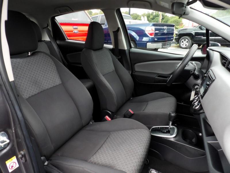 Toyota Yaris 2017 price $911