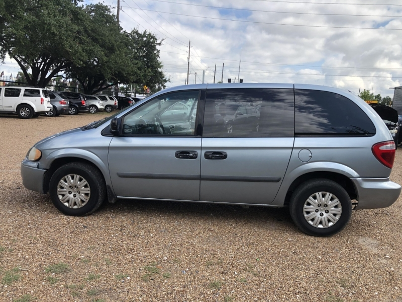 Chrysler Town & Country SWB 2006 price $2,500 Cash