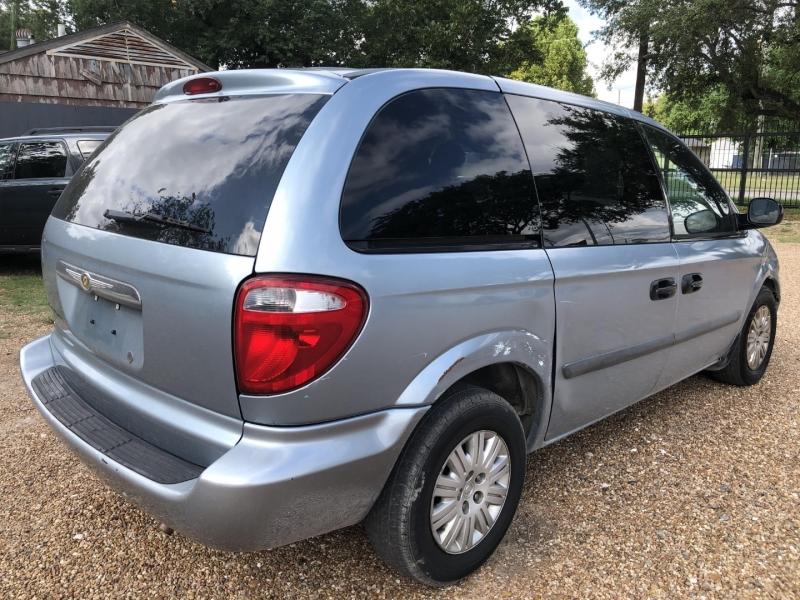 Chrysler Town & Country SWB 2006 price $2,500 Cash