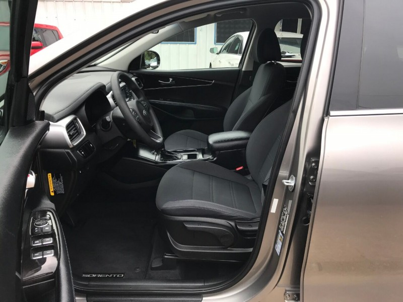 Kia Sorento 2016 price $15,900