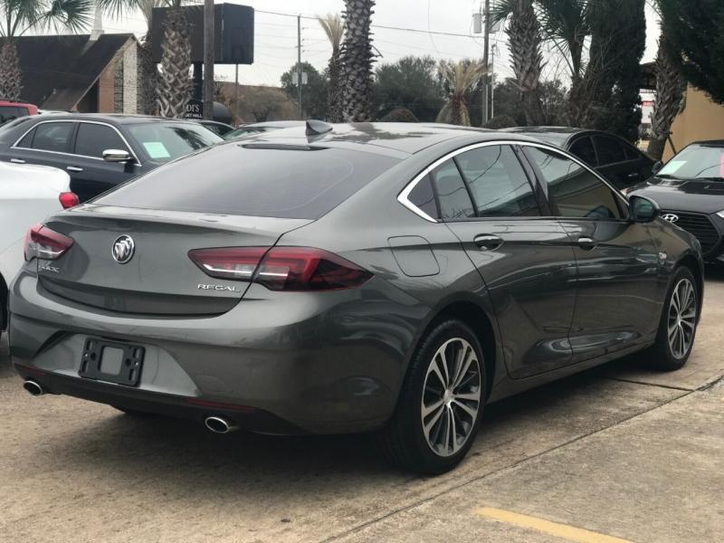 Buick Regal Sportback 2018 price $21,000