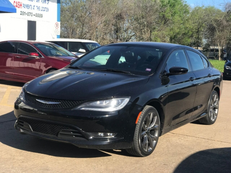 Chrysler 200 2015 price $16,900
