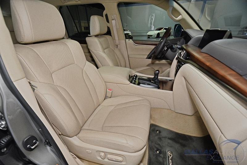 Lexus LX 570 2019 price $77,989