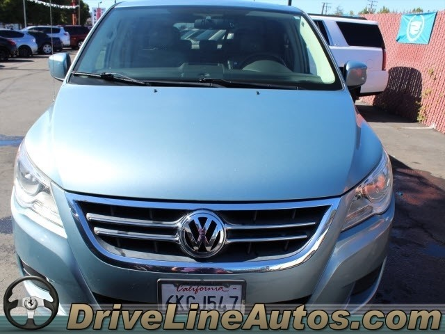 Volkswagen Routan 2009 price $6,999