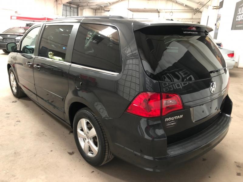 Volkswagen Routan 2011 price $7,490