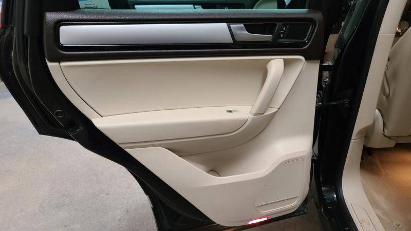 Volkswagen Touareg 2013 price $15,590