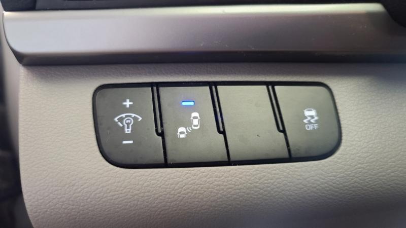 Hyundai Elantra 2017 price $10,990