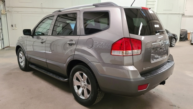 Kia Borrego 2009 price $7,790