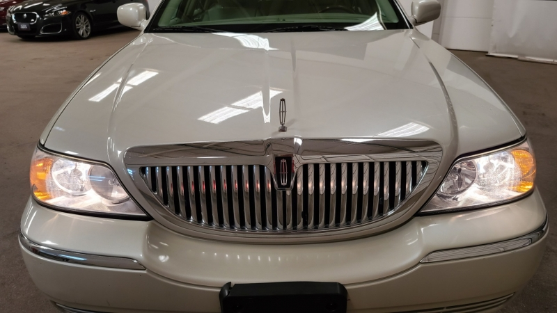 Lincoln Town Car 2007 price $9,590