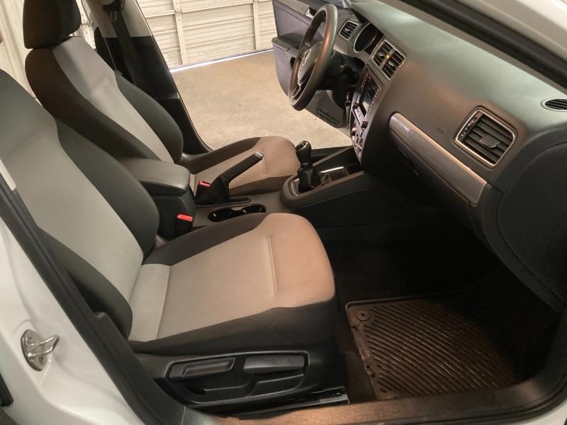Volkswagen Jetta 2017 price $9,490