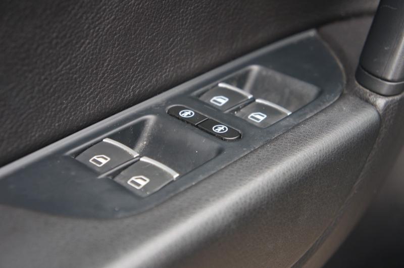 Volkswagen Touareg 2014 price $22,590