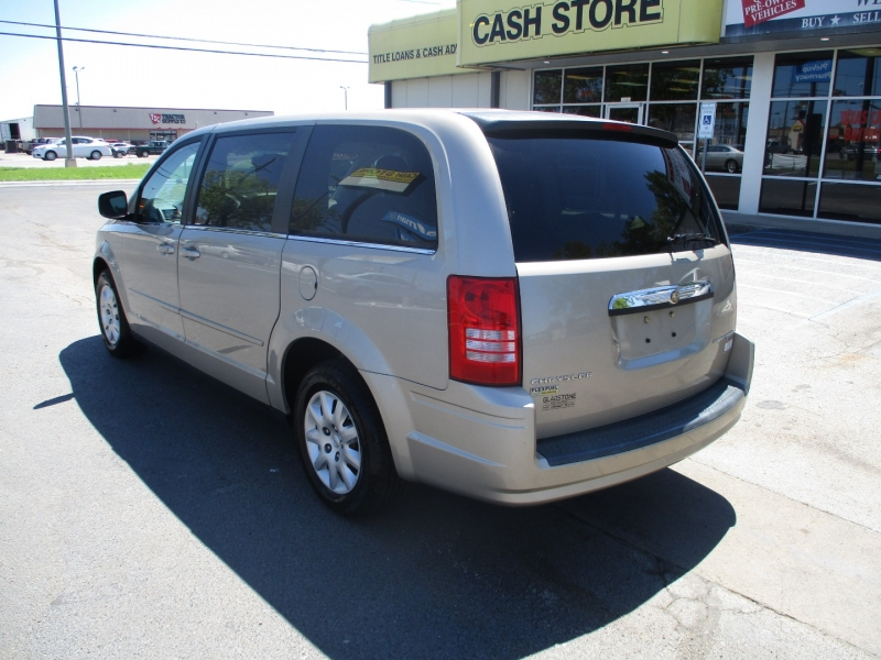 Chrysler Town & Country 2009 price Call for Price
