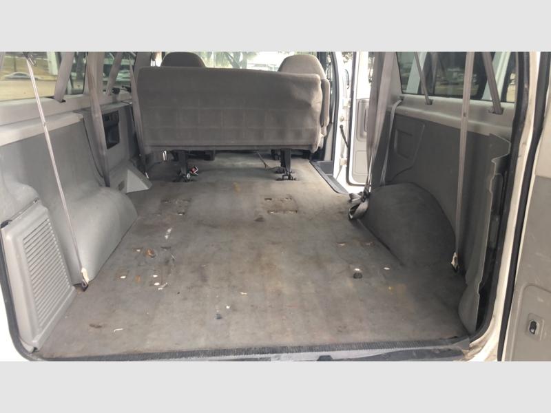 Ford Econoline Wagon 2006 price $5,999